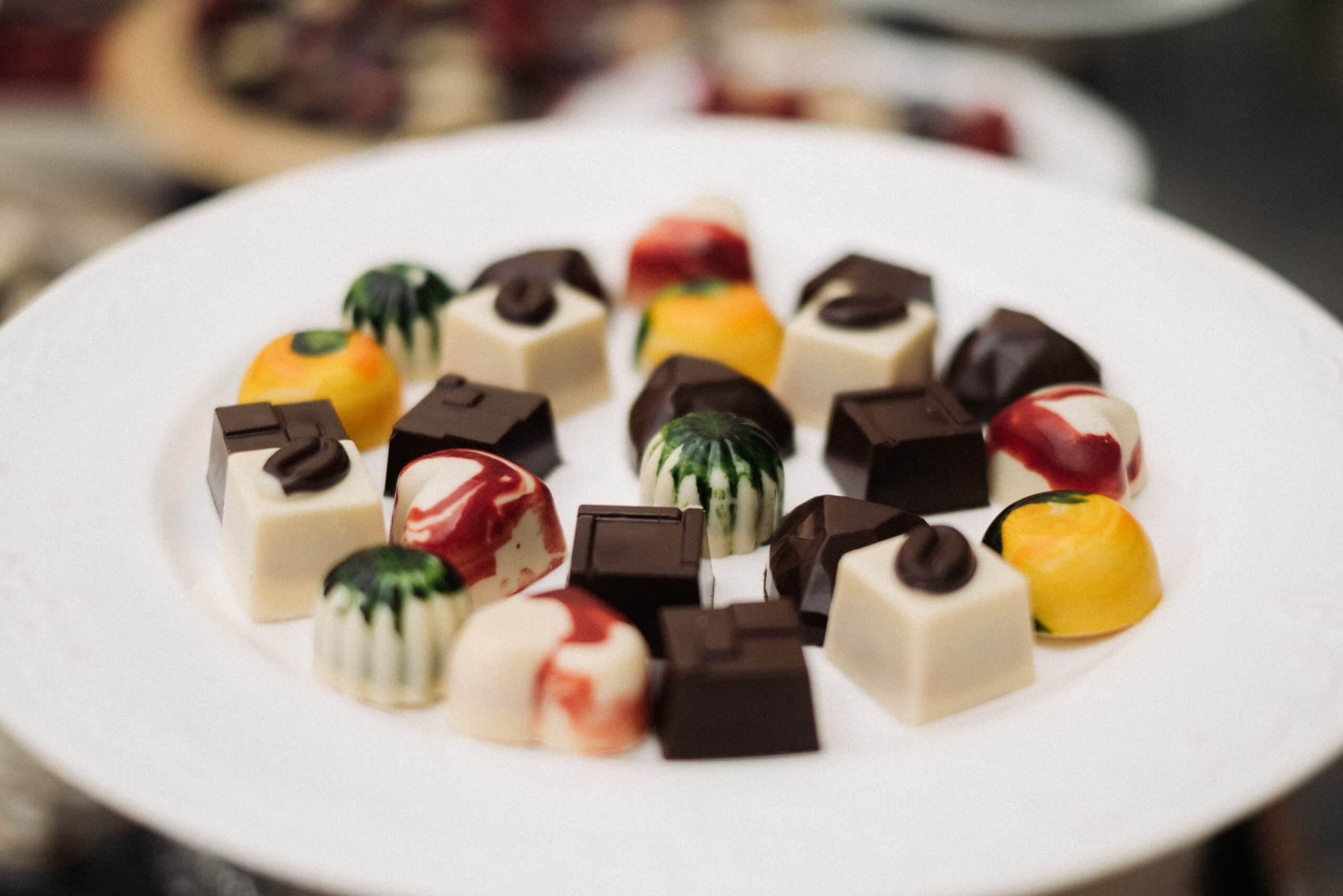 platou cu praline de la Chocolate Delice
